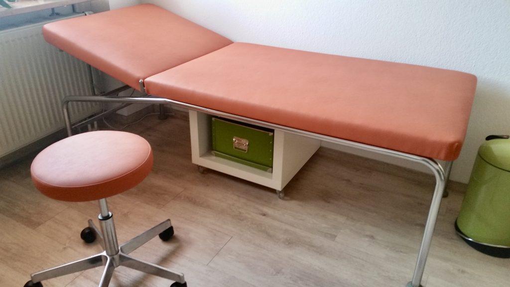 Neubezug der Liegen für eine Arztpraxis in Augsburg