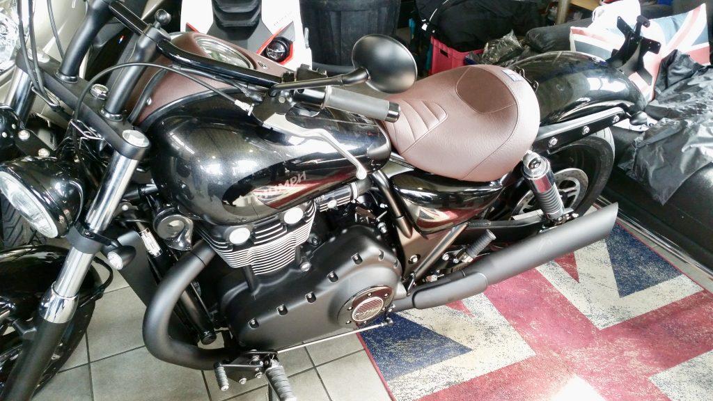 Neubezug einer Motorradsitzbank