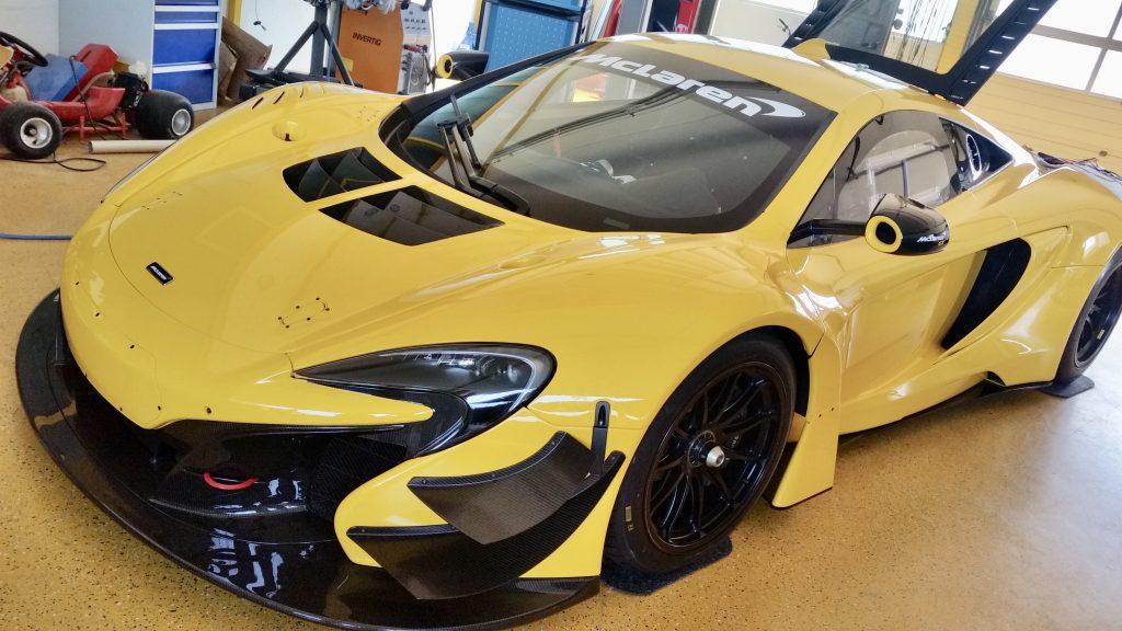 Komplettbezug der Innenausstattung eines McLaren GT mit Alcantara auf Kundenwunsch